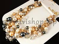 Колье-ожерелье под золото с жемчугом бежевого, белого и серого цветов