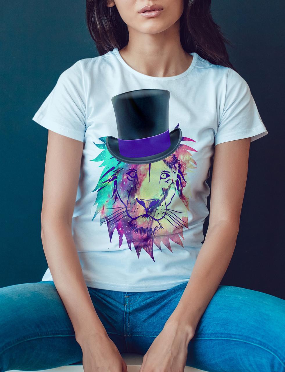 """Женская футболка """"Лев в шляпе"""""""