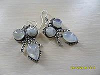 Серьги с натуральным лунным камнем в серебре