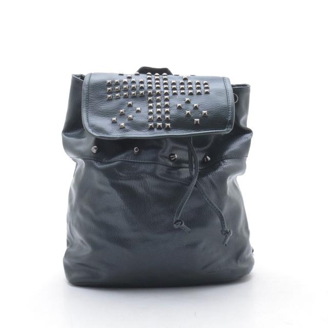Стильный рюкзак с заклепками
