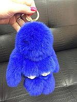 Меховой брелок на сумку в виде зайчика синий