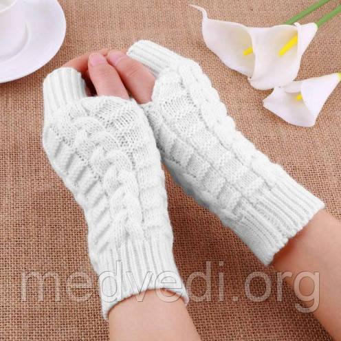 Белые вязаные митенки, перчатки без пальцев
