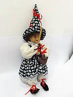Лялька з мітлою