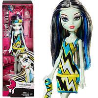 Кукла Monster High Frankie Stein Sleepover Doll Фрэнки Штейн серия пижамная вечеринка бюджетная Монстер Хай