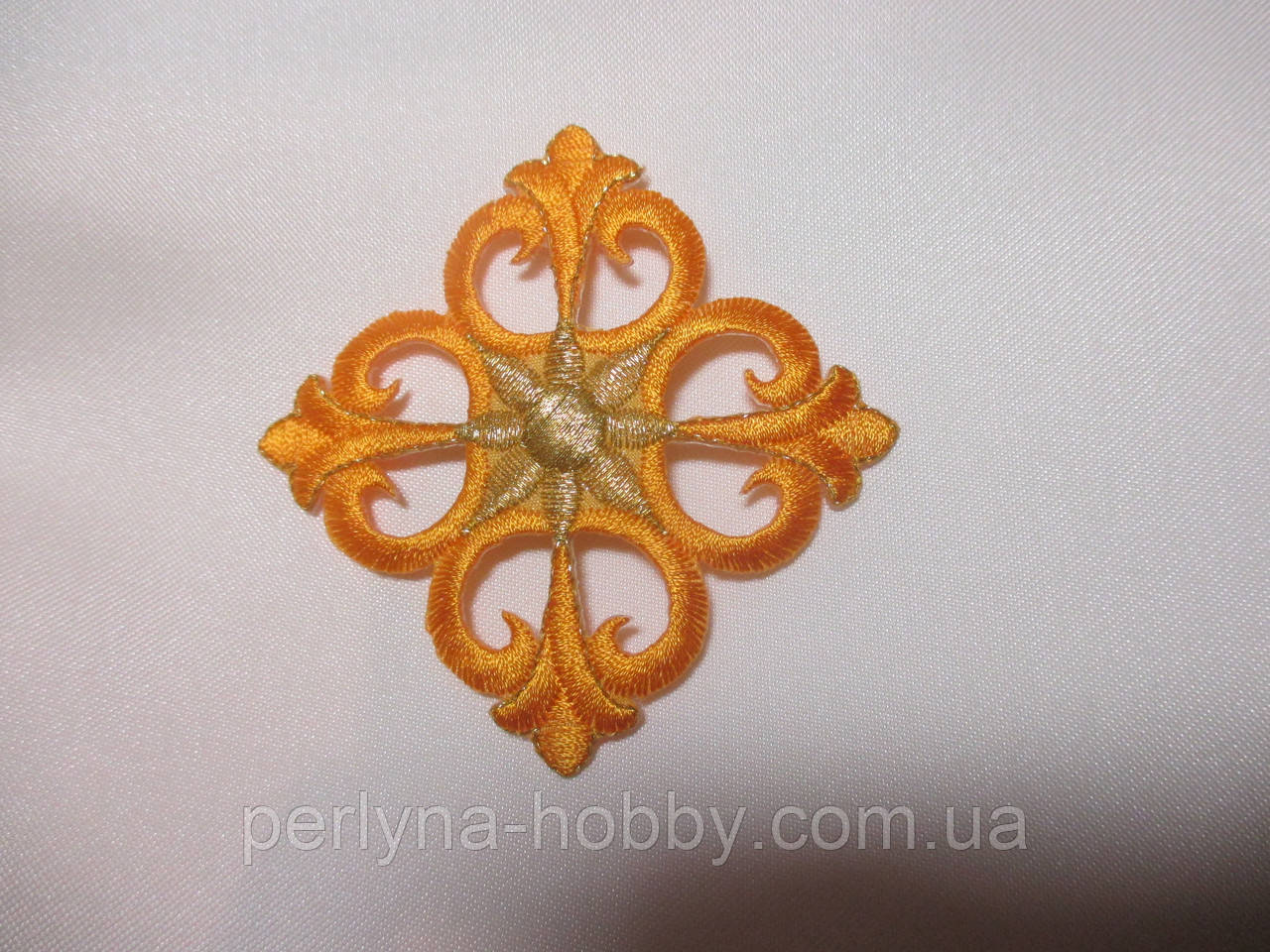 Хрестик вишитий, аплікація клейова 7,5х7,5 оранжевий. Крест аппликация клеевая вышивка