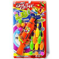 Игрушечный пистолет с шариками и кеглями