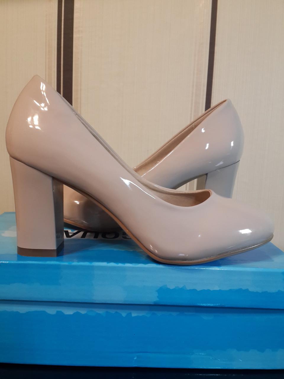 7465327e Бежевые лаковые туфли на среднем широком каблуке: продажа, цена в ...