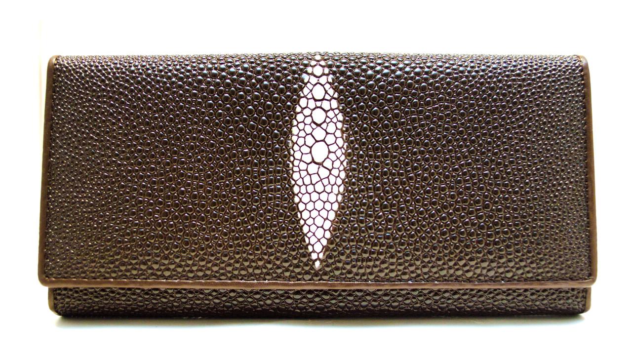 Стильный женский кошелек в темно коричневом цвете с внутренней монетницей имитирующий кожу ската в (12423)