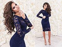 Женское вечернее платье из гипюра синего цвета