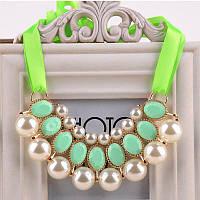 Ожерелье нарядное с жемчужинами на ленте салатовое