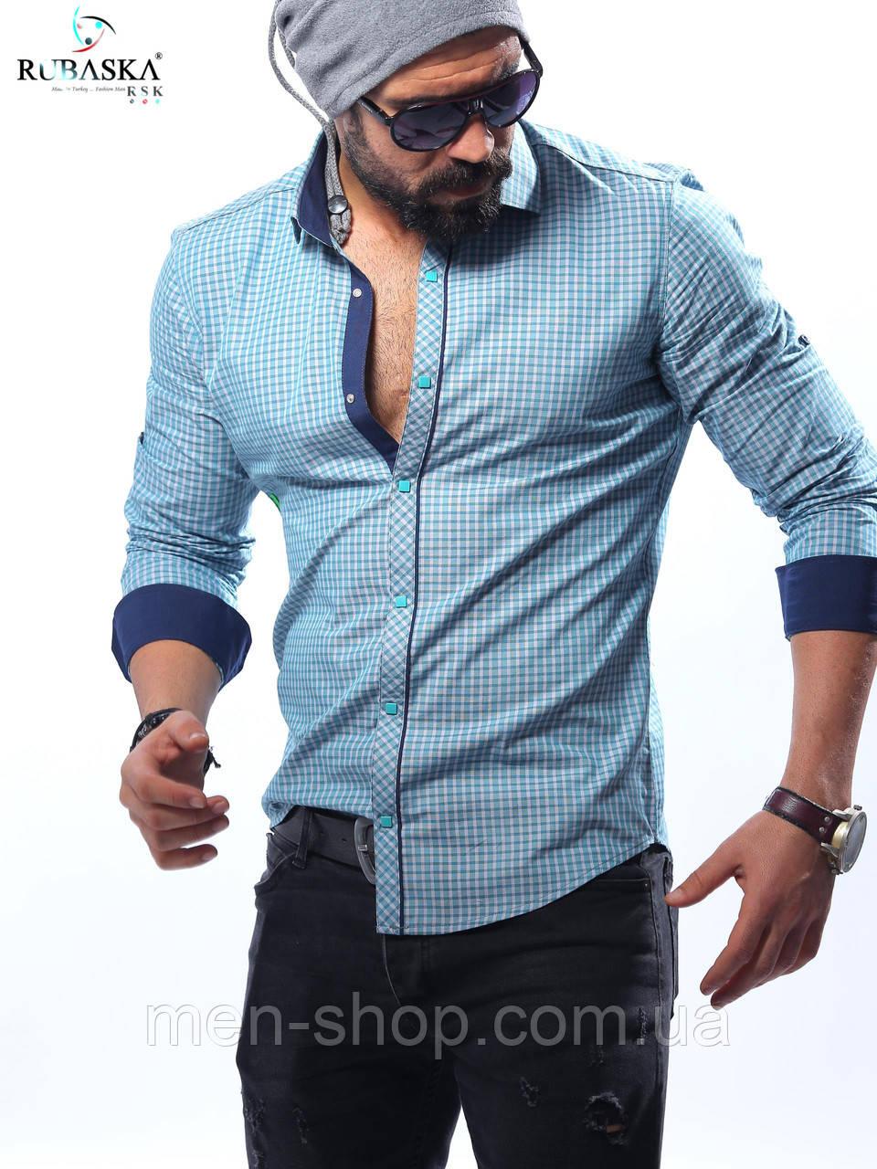 Мужская рубашка голубого цвета в мелкую клетку