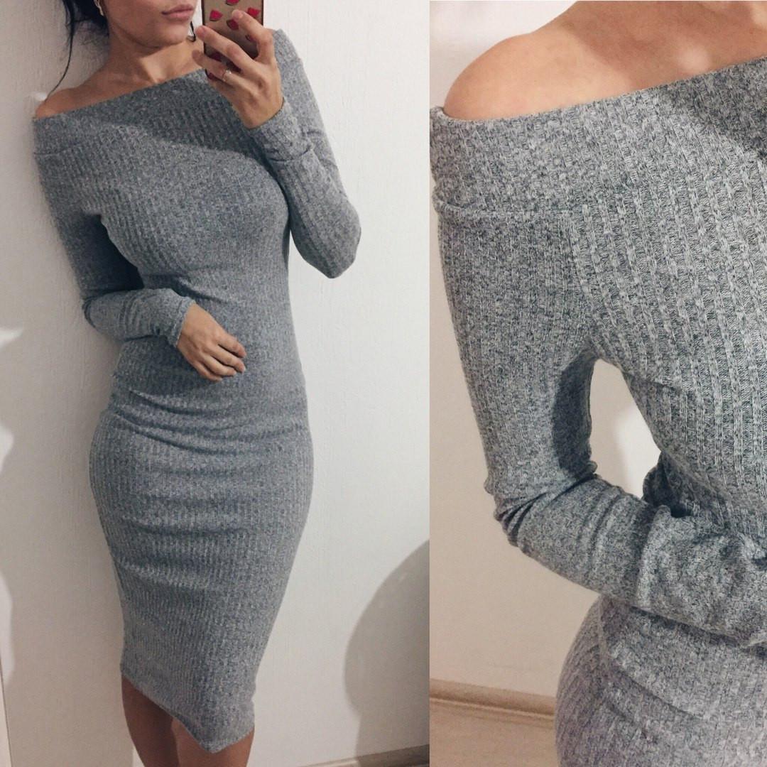 Платье трикотажное с открытыми плечами