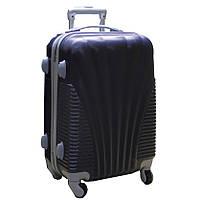 Удобный пластиковый чемодан на колесиках