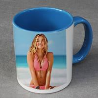 Печать фото на чашках голубых внутри и с голубой ручкой