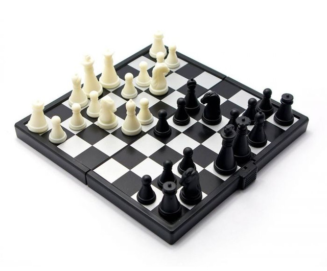 Маленькие шахматы в дорогу