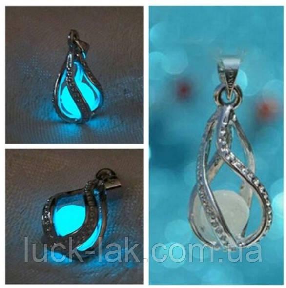 Фантастический кулон, подвеска светится в темноте голубым
