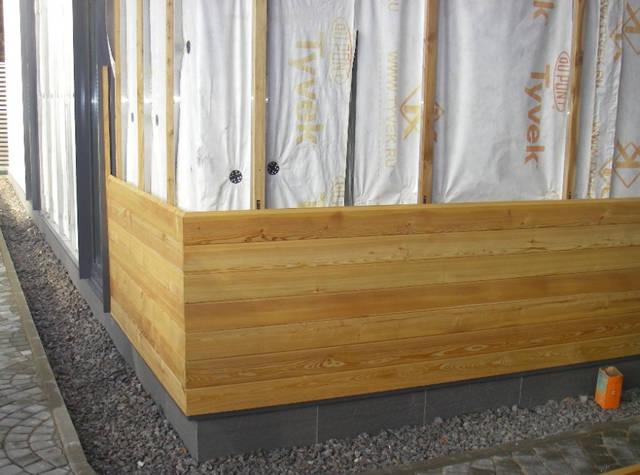Чтобы не повлиять на декоративную функцию, которую выполняет планкен монтаж его ведется скрытым способом. Для этого существует специально разработанный крепеж.