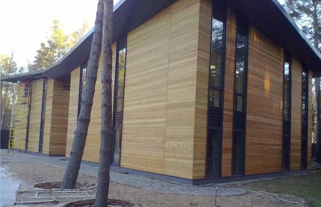 Пропитка планкена выполняется экологически чистым составом, что позволяет увеличить срок службы фасадов из дерева, эстетичный вид материала на долгие годы.Мы предлогаем лакокрасочную продукцию Немецкой фирмы Remmers.