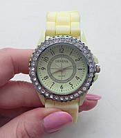 Годинник Geneva кремовий