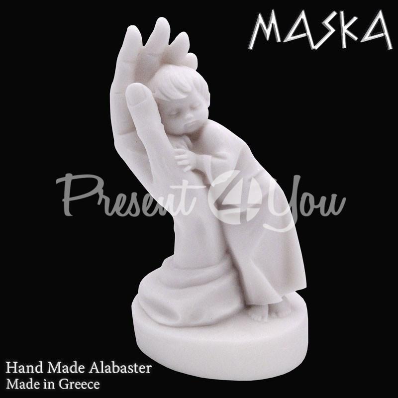 Фигурка статуэтка из природного минерала алебастр Греция «Мальчик в ладони» h-13 см.