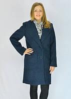 Молодёжное женское осенне-зимнее пальто прямого кроя.
