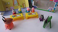 """Свинка Пеппа игровой набор """"Играем в школу"""",6 героев,парты,доска,стулья в коробке 230*120*80мм.Свинка Пеппа ид"""
