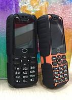 Противоударный мобильный телефон на 3 Sim Land Rover C9 + Фонарик (2GSM+1CDMA)
