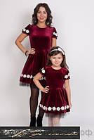 Одинаковые нарядные платья  для мамы и дочки