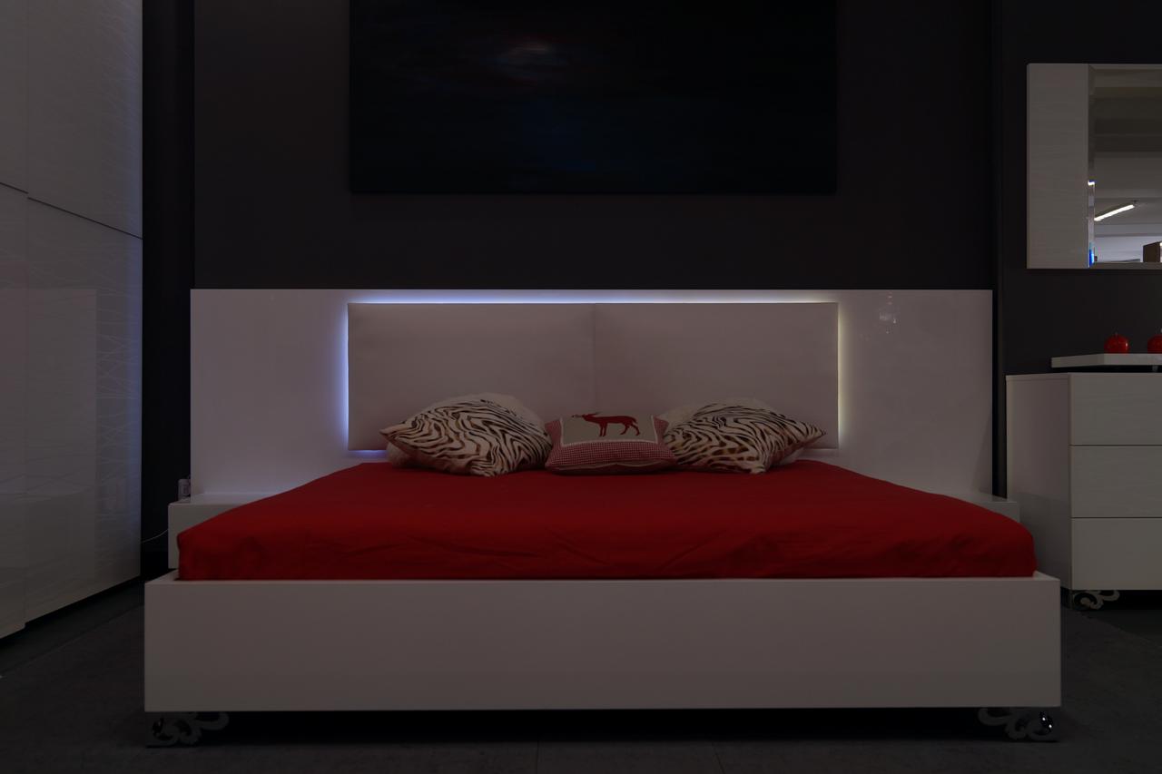 Кровать с тумбами  Silver Rains