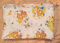 Защита на кроватку Мишка с пчёлкой на луне бежевая