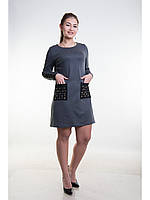 Однотонное трикотажное платье с накладными карманами
