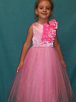 Детское платье розовое с цветами и жемчугом