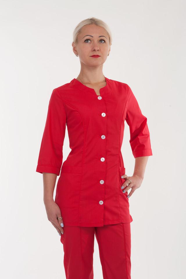 фотография медицинский костюм красного цвета на пуговицах