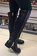 Стильные женские сапоги демисезонные, отделка стеганная кожа и золотая молния. Цвет черный