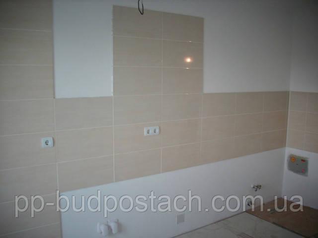 Укладання керамічної плитки на стіну
