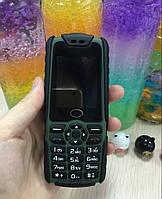Противоударный мобильный телефон на 3 Сим-карты Land Rover C9 + Фонарик