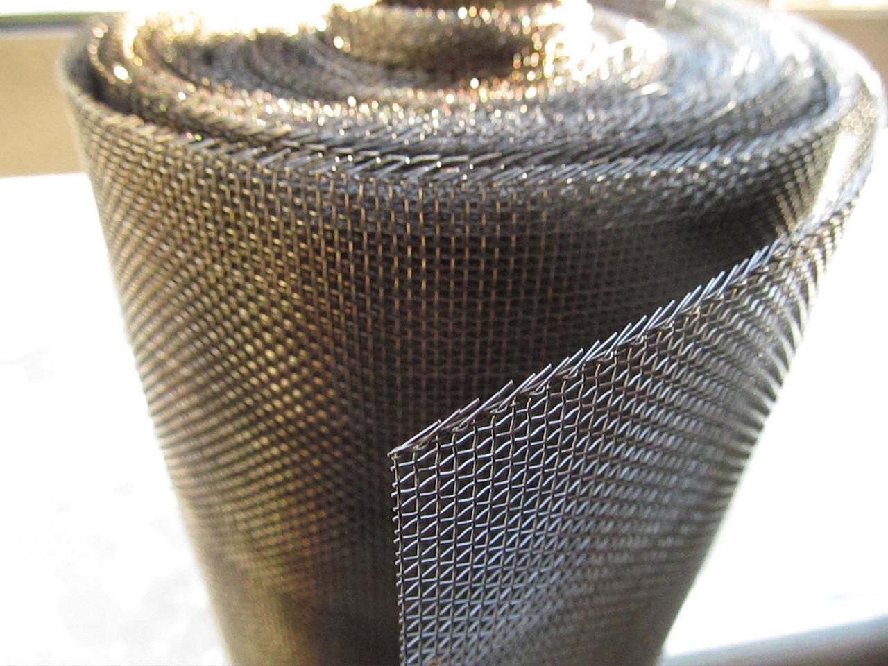 Ткана сітка з чорної дроту. Осередок: 2,0 мм, Дріт: 0,4 мм, Ширина 1м.