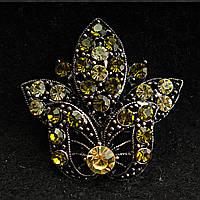 [38/38 мм] Брошь металл под капельное серебро в цветочном дизайне с крупными стразами зеленых отенков