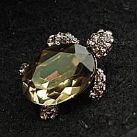 [20/25 мм] Брошь металл под капельное серебро черепаха со стразами и с крупным камнем панцырем зелено-желтого оттенка