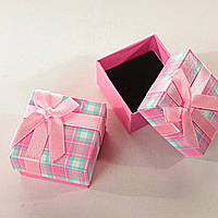 Подарочная коробочка для украшений маленькая 24 шт. Розовая в клетку [5/5/4 см]