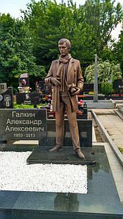 Скульптура из бронзы мужчине № 3
