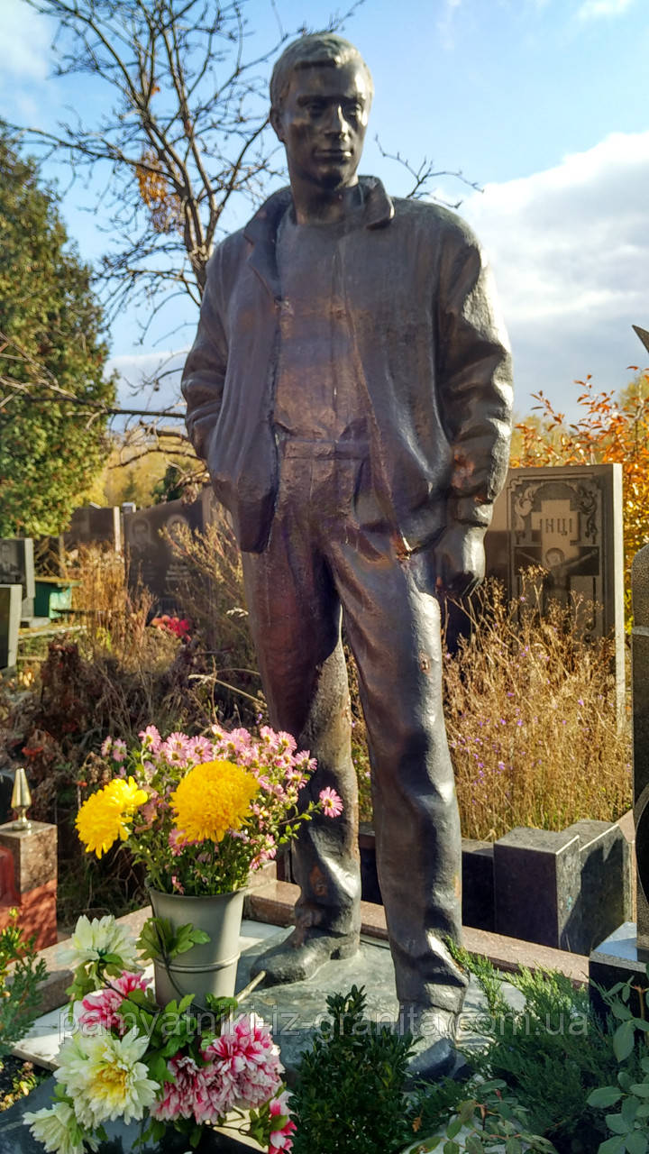 Скульптура из бронзы мужчине № 25