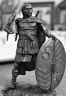 Оловянная скульптура. Знатный галльский воин. 1 в. до н. э.