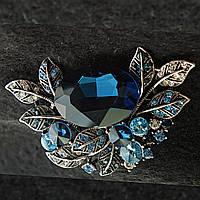 [45/70 мм] Брошь темный металл в цветочном дизайне со стразами и большим камнем благородных синих оттенков