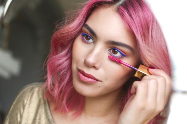 Цветная тушь, кремовые тени и мерцание: время разнообразить ежедневный макияж