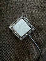 Магнит для штор квадрат с белой кожей, с серебром