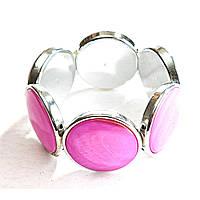 [10 см] Браслет на резинке розовый Перламутр в металлической оправе круглые камни