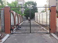 Ворота въездные с элементами ковки