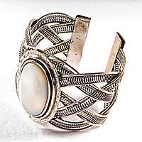 Браслет перламутр широкий скобка металл оправа классическая овальная