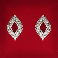 [25x17 мм] Серьги женские белые стразы светлый металл свадебные вечерние гвоздики (пуссеты) ромбик с серединкой средние